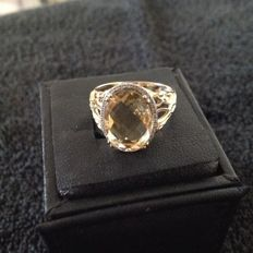 14 kt gold ring faceted citrine of 6.5 ct Diamond 0.18 total weight is 4.4 grams ring size 18 mm.
