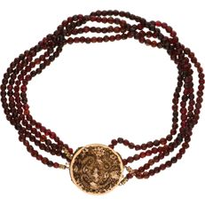 Glass garnet necklace with a filigree tooled 14 kt yellow gold clasp - Length 35 cm
