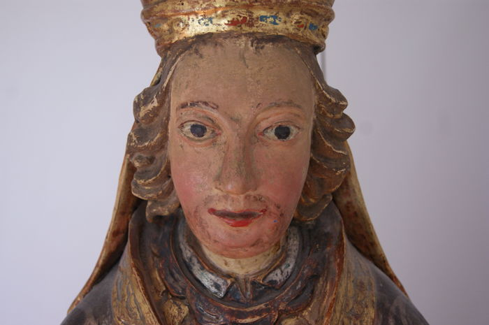Large-sized polychrome wooden sculpture depicting a Bishop - 17th century