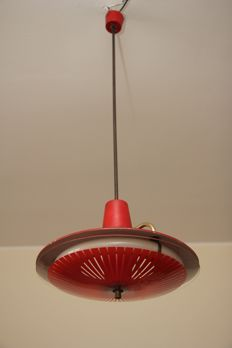 Unknown designer - Wonderful disc pendant light in brass and tooled glass, 1960