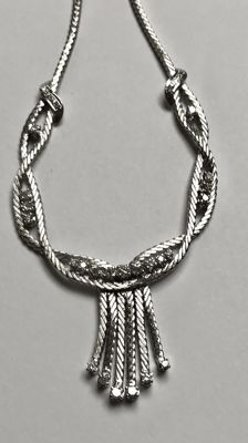 18 kt white gold gala necklace with diamonds. Length: 54.5 cm