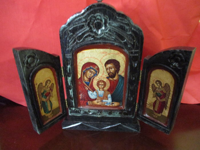 Holy Family triptych painted in carved and polychromed wood