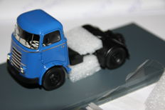 Neo Scale Models - Scale 1/50 - DAF A30 tractor - Blue