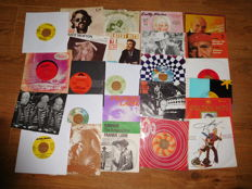 Lot of 79 vinyl singles country a.o Frankie Laine,Marty Robbins , Dolly Parton ,& special item : The legendary Stardust cowboy-Paralysed' and More