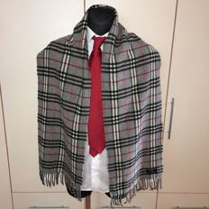 Burberry - 100% Lambswool Large Scarf – Perfect condition
