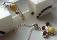 """Set - Brooche """"Flower"""" & Pendant - Chain 40 cm - natural Baltic amber - silver 925 - no pressed - UV test"""