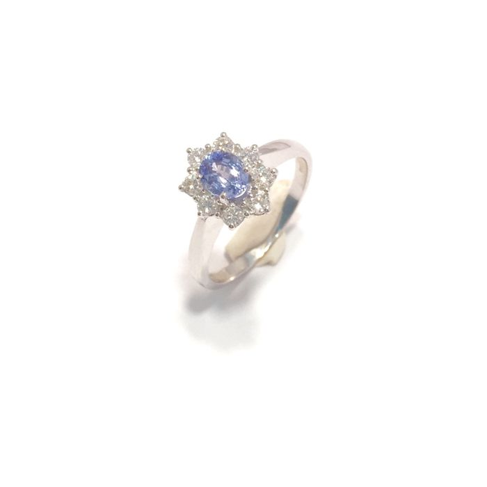 Splendid gold ring (750‰) with basket setting for a natural sapphire, IGI certified, 0.82 ct, with natural diamonds (0.36 ct)