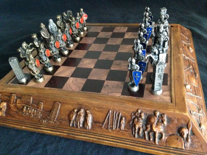 Chess representing the war of the Moors against the Christians