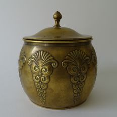 Daalderop Netherlands - Art Nouveau tobacco jar of yellow copper, Netherlands, ca. 1925