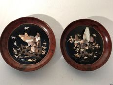 Two large painted wall plates with Shibayama inlay work with birds - Japan - 19th centry (Meiji period)