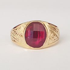 18 kt gold ring for child or little finger with a red Verneuil ruby of 4 ct - Size: 15.7 mm 9/49 (EU)