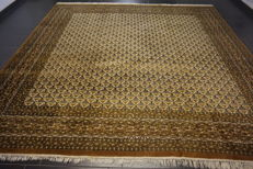 Fine hand-knotted oriental carpet, Indo Bidjar Herati with medallion, 310 x 300cm, made in India