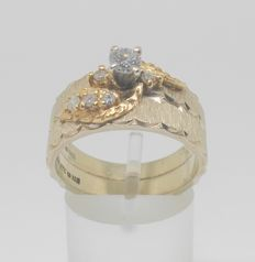 18 kt yellow gold ring with diamonds, mid 20th century