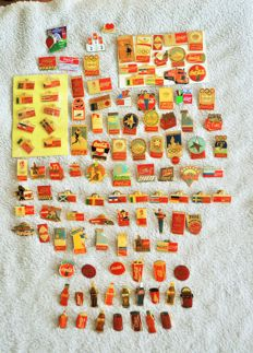 collection of 136 pins brand Coca Cola (including Olympic Games, the World Cup and advertising) and various object