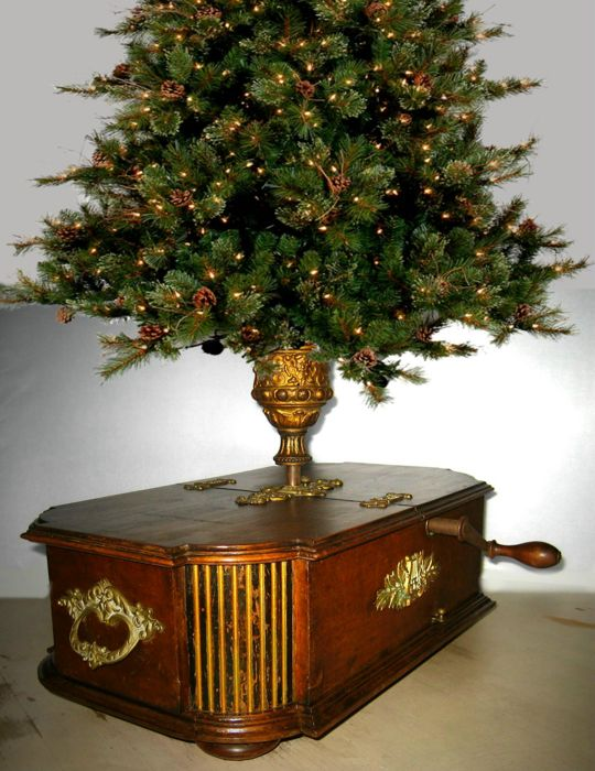 "Rare Kalliope ""Gloriosa"" 18 cm disc music box with Christmas tree stand - German - circa 1903"