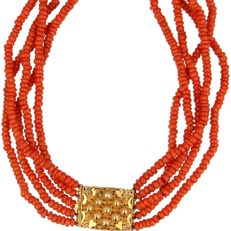 5-row blood coral necklace with beautifully tooled yellow gold 14 kt clasp - Length 40 cm - Regional Jewellery