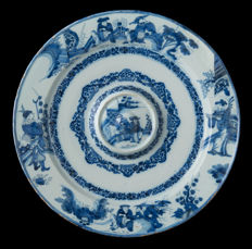 Delft, very large wash basin with blue-white chinoiserie decor