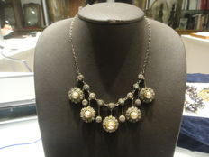 Necklace in 800/1000 silver with silver, enamel and shell cameo pendants