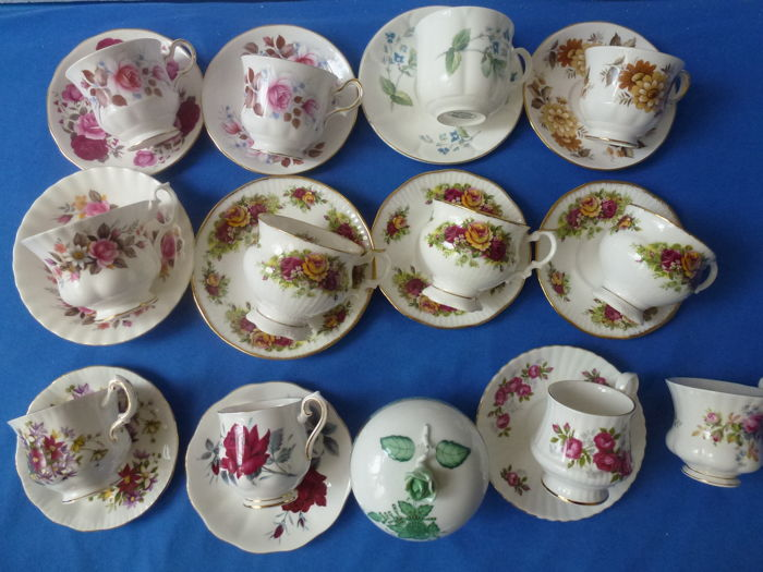 25 pieces of English cups and saucers, amongst otthers, R. Albert, R.Windsor, Richmond, Bone China Collection and a Herend plate
