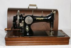Pfaff 11 manual sewing machine from 1933 with wooden cover and original key