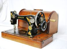 Very decorative Singer 28K  hand sewing machine with original wooden lid, 1912