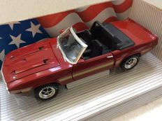 Ertl - Scale 1/18 - Shelby GT-500 1969 - Candyapple Red with gold GT-500 stripes