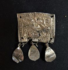 Roman silver ornament with the symbolism of fertility (Vulva) - 37 x 50 mm