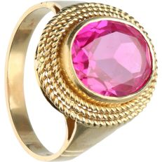 18 kt - Yellow gold ring set with synthetic ruby - Ring size: 20 mm