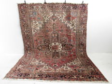 Handwoven Persian carpet Heriz • 2nd Half of the 20th century. • 323 x 234 cm • Oriental carpet Heriz