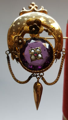14 kt yellow gold antique brooch set with amethyst.