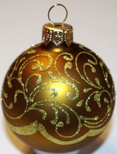 400 Hand-painted Christmas baubles made of glass