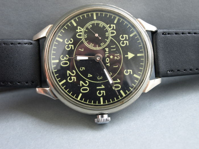 39 Molnija Pilot military style wristwatch  - 1950-55