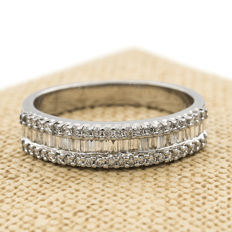 White gold, 750/1000 (18 kt) - Diamonds, 2 ct in total - Ring size: 17 (SP)