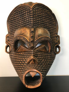 Impressive large wooden mask - Africa - second half of the 20th century