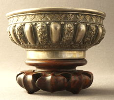Silver bowl with hammered decoration of blossom ribs and geometrical patterns - Indonesia - around 1900