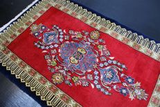 Hand-knotted original Persian carpet, oriental Sarouk, fine approx. 111 x 68 cm, fine knotting more than 490,000 knots good condition, Iran