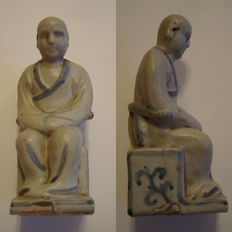 A Chinese blue and white porcelain statue of a scholar - 140 mm x 60 mm