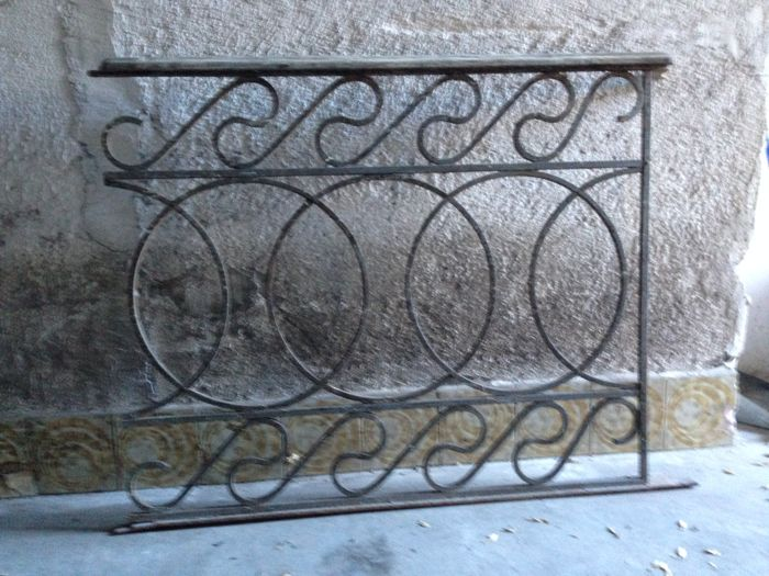 Large-sized (15 metres) forged iron railing, assembled with rivets - Sicily - Italy - ca. 1900