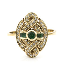 18 kt yellow gold - Cocktail ring - Diamonds, 0.50 ct in total - Emeralds, 0.30 ct in total - Interior diameter 19.10 mm (approx.)