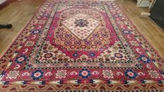 Magnificent carpet from China - 256/174 cm - hand-knotted