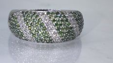 14 kt Ring with intense fancy deep green colour diamonds & white brilliant cut diamonds, 1.70 ct in total - size 58