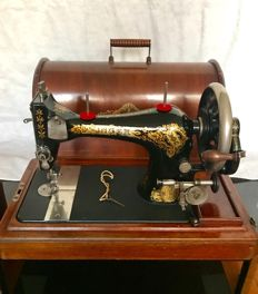 Well working Singer 28 sewing machine, 20th century