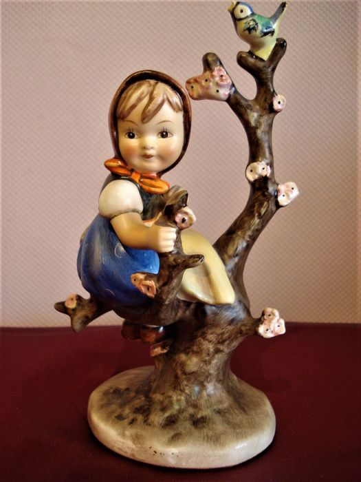 Goebel , M.I.Hummel - No.141 'Fruhling' / 'Apple Tree Girl'