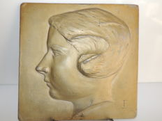 "High relief plate - woman profile 'LULU' - patinated lead - signed ""FG"" - dated 1936"