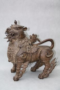 Old, heavy bronze Imperial Guardian Lion (Shi) - China - late 19th century
