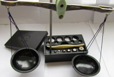 Full  set of weights and scales - USSR   1981 - in original bakelite case.