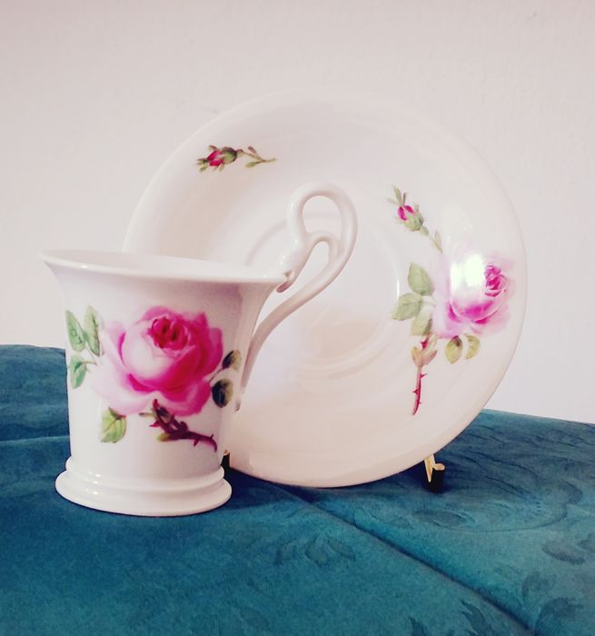 Meissen - Coffee cup with the unmistakable rose