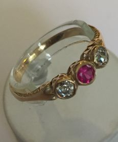 Gold ring with two diamonds (old cut brilliant) and a treated ruby, around 1900