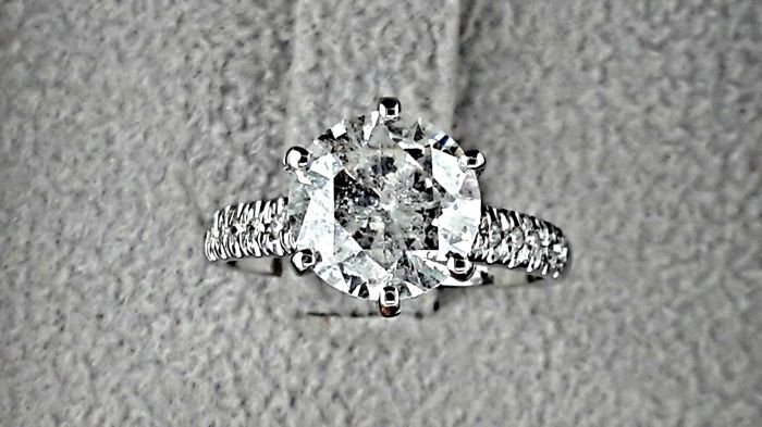 2.69 Ct round diamond ring made of 14 kt white gold *** NO RESERVE PRICE ***