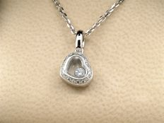 "Chopard- Collier et pendentif ""Happy Diamonds"" or blanc 18 carats et diamants, Certificat Maison Chopard. chaine 41 cm"